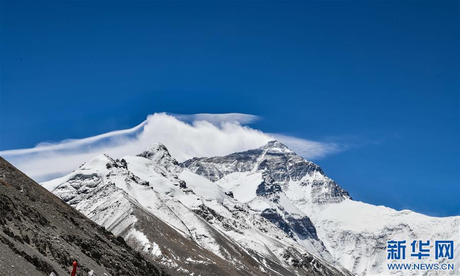 (2020珠峰高程测量·新华视界)(12)看珠峰云卷云舒 观巅峰千姿百态