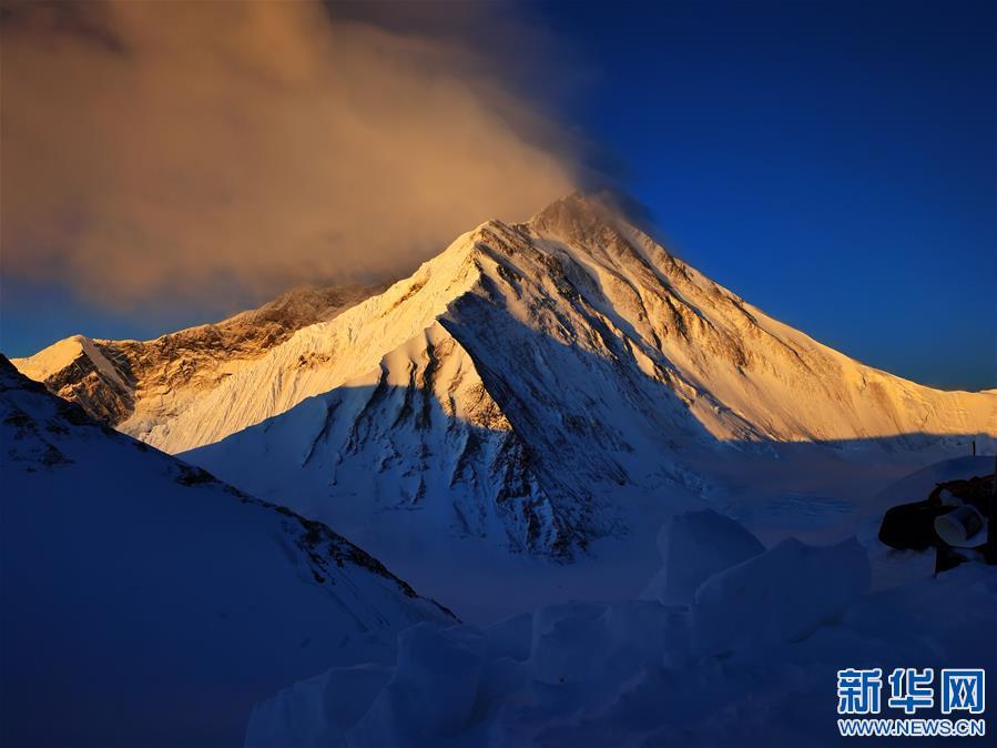 (2020珠峰高程测量·新华视界)(23)看珠峰云卷云舒 观巅峰千姿百态