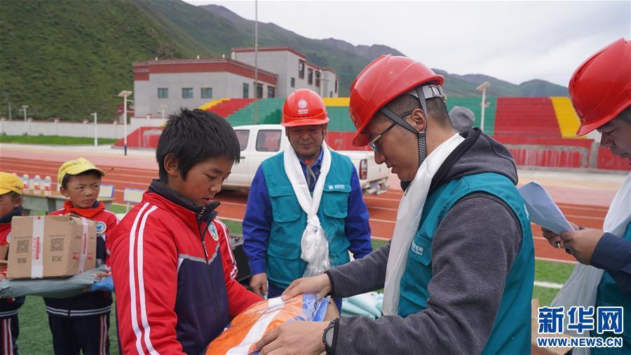 (新华网西藏频道)千里送温暖(2)