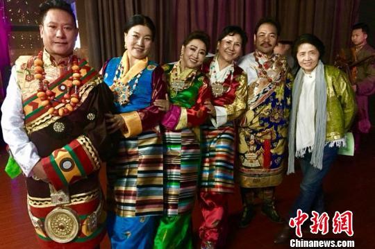 西藏雪域萱歌首次走进南京第五届跨年诗会。雪域萱歌 供图