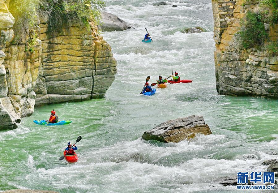 (体育·图文互动)(1)漂流在世界屋脊——2019国际爱斯基摩独木舟专业漂流活动在西藏举行(配本社同题文字稿)