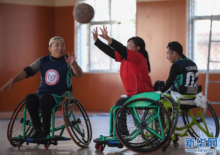 (体育)(1)高原上的轮椅篮球友谊赛
