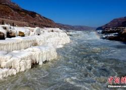 壶口瀑布现冰封雪冻景观 银装素裹