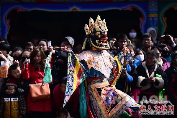 """藏传佛教神秘舞蹈:塔尔寺的""""跳欠""""仪式"""