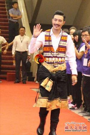 藏族歌手德格叶受邀出席爱心慈善盛典